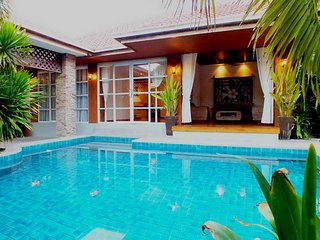 3 Bedroom Bungalow - Private Pool Walking Street Central Pattaya 15 Minutes Away - Jomtien Beach vacation rentals