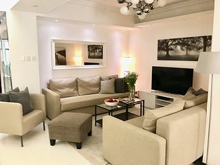 HUGE! NEW! EUROPEAN STYLE! 5 BEDR/2BATH, MTR/subway 1 minute, 1000 Squarefeet!! - Hong Kong vacation rentals