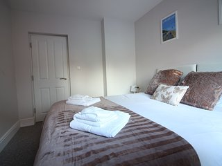 Beautiful Condo with Internet Access and Television - Bournemouth vacation rentals