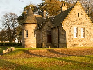 The Gate House, 2 Bedroom Cottage, Sleeps 4, Kilconquhar Castle Estate - Kilconquhar vacation rentals