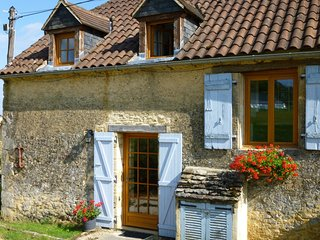 Pretty barn conversion, heated pool, views, large gardens, full of character. - Sarlat-la-Canéda vacation rentals