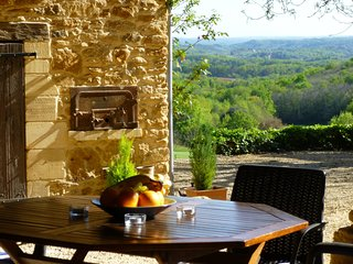 La Petite Grange, barn conversion, views, heated pool, large gardens WIFI, - Sarlat-la-Canéda vacation rentals