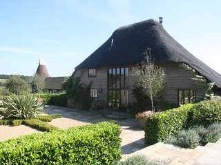 Stunning Thatched Barn Conversion at Streele Farm - Rotherfield vacation rentals