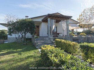 Convenient 4 bedroom Cinquale Villa with DVD Player - Cinquale vacation rentals