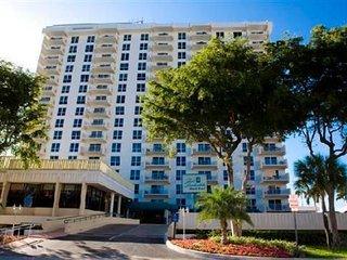 Fort Lauderdale Beach Resort, Walk 1 short block to beach, 2 bed, 2 bath $200/n - Fort Lauderdale vacation rentals