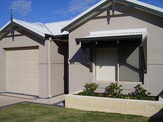 Bunbury Holiday/Contractors Unit with lock up garage - located in South Bunbury - Bunbury vacation rentals
