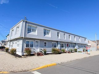 Come enjoy Island living! Perfectly located weekly summer rental on LBI - Ship Bottom vacation rentals