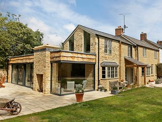 A stunning Cotswold stone home, located in Kingham - Kingham vacation rentals