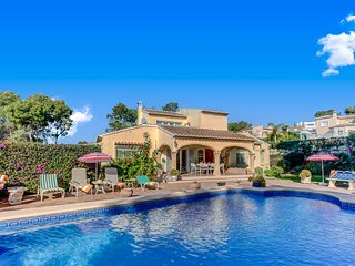 VILLA CHOPIN  JAVEA Fabulous spacious villa wifi, full air con & Large pool - Javea vacation rentals