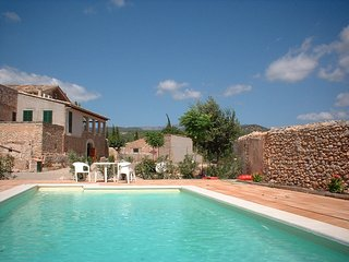 Charming 3 bedroom Consell Villa with Internet Access - Consell vacation rentals