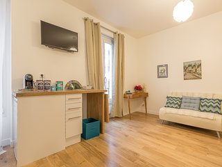 Charming Condo with Internet Access and Television - Boulogne-Billancourt vacation rentals