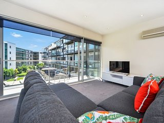 Sunny Condo with A/C and Washing Machine - Auckland vacation rentals