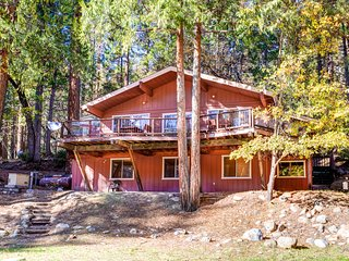 Spacious 5 bedroom Wawona House with Television - Wawona vacation rentals