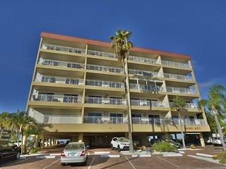 BEACHSIDE 2 BEDROOM ON BEAUTIFUL MADEIRA BEACH - Madeira Beach vacation rentals