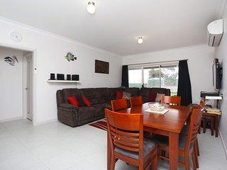 Ayrton Apartments - 2/13 Elliot Avenue - McCracken vacation rentals