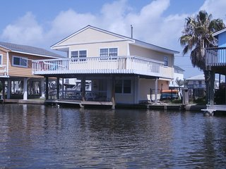 3 bedroom House with Internet Access in Jamaica Beach - Jamaica Beach vacation rentals