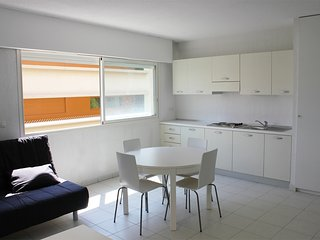 SUN AND SEA - 4 GUEST - Beausoleil vacation rentals