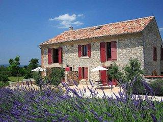 Carignan villa with pool, Provence, near Nimes sleeps 6 - Ledignan vacation rentals
