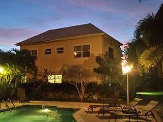 2 bedroom Townhouse with Internet Access in West Bay - West Bay vacation rentals