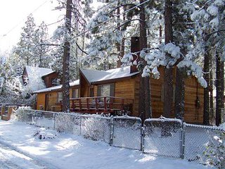 Perfect 4 bedroom House in Big Bear City with Deck - Big Bear City vacation rentals