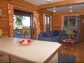 Beautiful 3 bedroom Villa in Muri with A/C - Muri vacation rentals