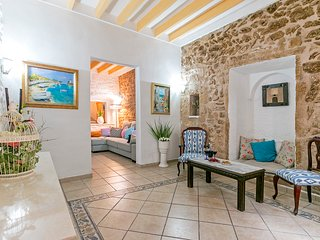 Traditional Mallorcan townhouse up 7 people in the old town of Alcudia - HM010SJA - Alcudia vacation rentals