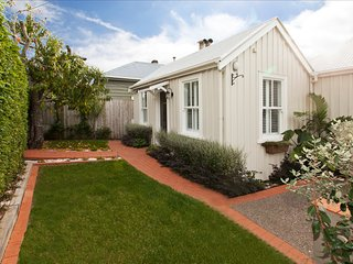 McKenzie Cottage - Historic, charming, discerning cottag in Devonport Village - Devonport vacation rentals