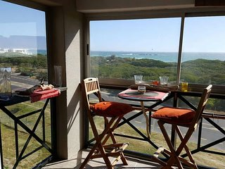 Cozy 2 bedroom Condo in Bloubergstrand with Tennis Court - Bloubergstrand vacation rentals