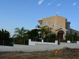 spacious 4 Bedroom villa with private pool, at the Akamas border & near the Zoo - Peyia vacation rentals