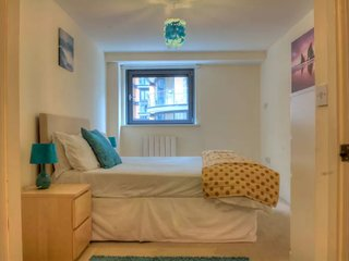 Canary Wharf 1 bedroom apartment - water view - London vacation rentals