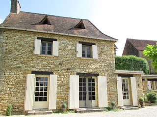 Gîte Le Recoux - Charming Dordogne Holiday Cottage in Central Location - Mouzens vacation rentals
