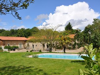 3 bedroom House with Television in Savigne - Savigne vacation rentals