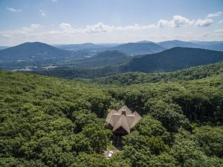 5BR/4.5BA, 5,850 SF of High Country Luxury! Big Mountain Top Views, Wooded Privacy, Hot Tub, Game Room, Adirondack-Style Comfort - Jefferson vacation rentals