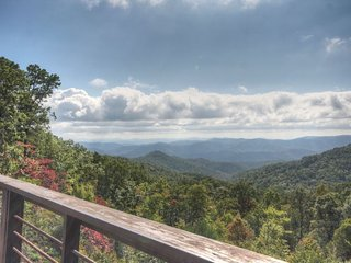 Spectacular View From Secluded Acreage. Hot Tub, Pool Table, Fire Pit, Mountain - Deep Gap vacation rentals