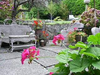 Gracious Sensuous and Charming 3 Bedroom Garden Suite in Paradise - Victoria vacation rentals