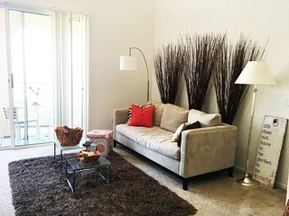 Bright Master Bedroom & Tons of Amenities. Perfect location for travelers! - La Jolla vacation rentals