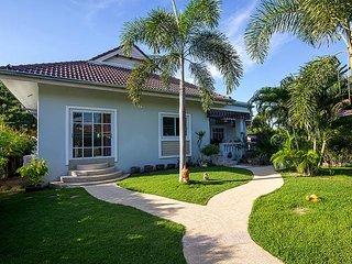 beacutiful 3 bedroom villa in nice green quiet resort - Hua Hin vacation rentals