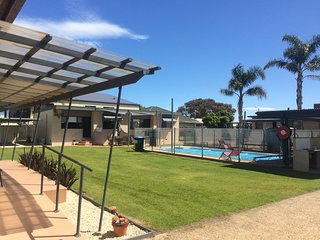 Town centre 2br affordable unit at Lakes Entrance. - Lakes Entrance vacation rentals