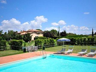 PODERE ADORNI trilocali con piscina immersi nella campagna di Collemezzano - Collemezzano vacation rentals