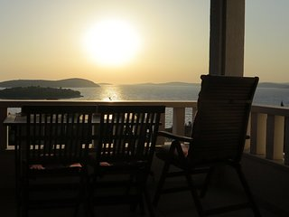 Nice 1 bedroom Maslinica Apartment with Internet Access - Maslinica vacation rentals
