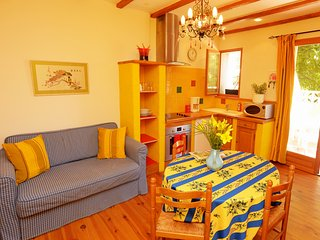 The Yellow House, avec pétanque, in a lively market village - come and discover! - Saint-Laurent-de-la-Salanque vacation rentals