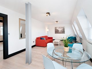 Stunning 2 double bedroom penthouse apartment with sofa bed - London vacation rentals