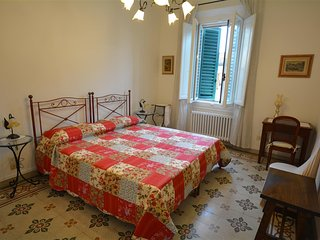 1158 COLONNA APARTMENT WITH TERRACE - Florence vacation rentals