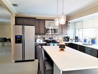 Charming 2 Bedroom Pool Cottage near Hollywood Beach & Miami Beach - Miramar vacation rentals