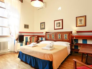 Elegant small apartment by Ponte Vecchio - Florence vacation rentals