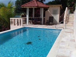 NEW 30' POOL- Snorkel. Kayak. Dive. FIVE STAR AWARD WINNER! - Roatan vacation rentals