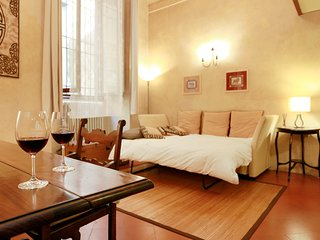 Roomy and elegant loft by Ponte Vecchio - Florence vacation rentals