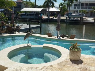 Cozy three bedroom two bath island cottage loaded with upgrades and amenities! - Fort Myers Beach vacation rentals