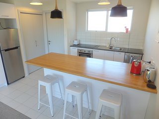 Bright 2 bedroom Christchurch Condo with Internet Access - Christchurch vacation rentals