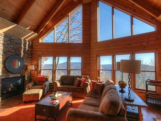 Upscale 3BR Cabin perched on a Mountainside between Banner Elk and Beech Mtn - Beech Mountain vacation rentals